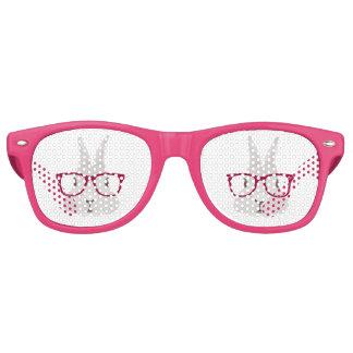 Lustiger Hipster-Osterhase mit roten Kantegläsern Sonnenbrille