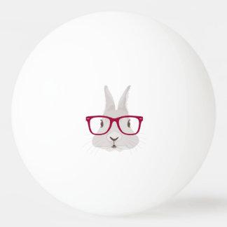Lustiger Hipster-Osterhase mit roten Kantegläsern Tischtennis Ball