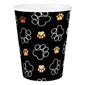 Lustiger Hund Pawprints auf den schwarzen, Pappbecher