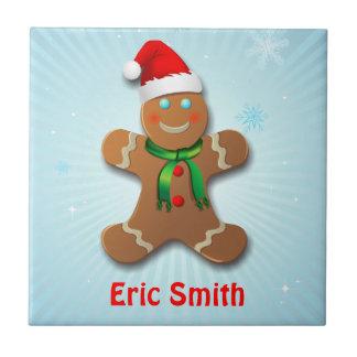 Lustiger Lebkuchen-Mann mit Weihnachtsmannmütze Keramikfliese