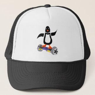 Lustiger Pinguin auf motorisierter Truckerkappe