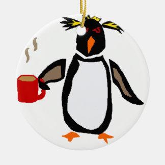 Lustiger Pinguin-trinkender Kaffee Rundes Keramik Ornament