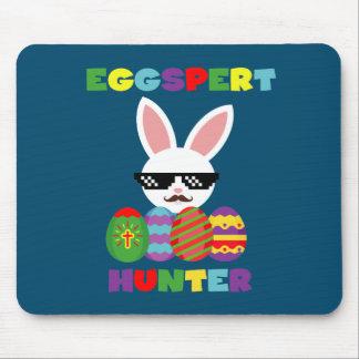 Lustiger rosa Hopping Osterhase für Ei-Jäger Mousepad