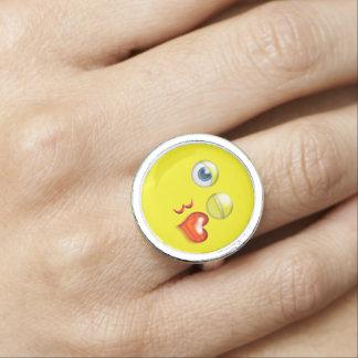 Lustiger Schlag ein Kuss Emoji smiley Ring