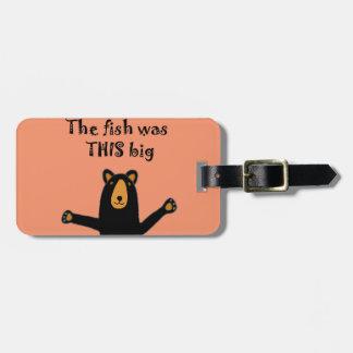 Lustiger schwarzer Bär, der Fisch-Geschichte Kofferanhänger
