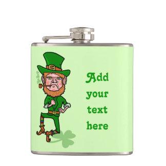 Lustiger Tag Kobold-St. Patricks personalisiert Flachmann