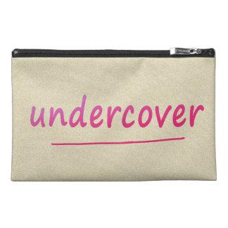 Lustiger Undercover glänzender rosa Text auf Reisekulturtasche