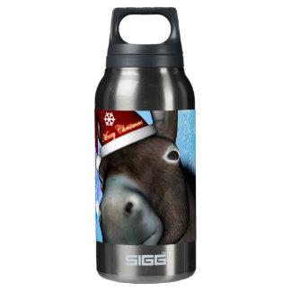 Lustiger Weihnachtsesel mit Weihnachtshut Isolierte Flasche