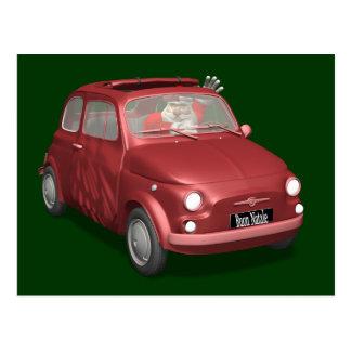 Lustiger Weihnachtsmann in rotem Fiat 500 Postkarte