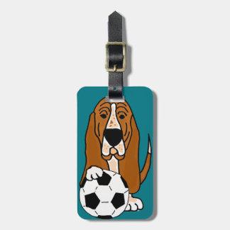 Lustiges Basset Hound, das Fußball oder Fußball Gepäckanhänger