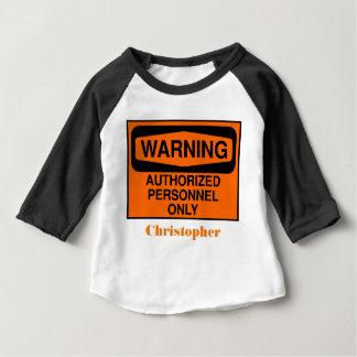Lustiges berechtigtes Personal unterzeichnet nur Baby T-shirt
