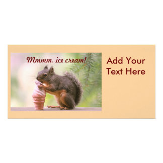 Lustiges Eichhörnchen, das Eistüte leckt Individuelle Photo Karte
