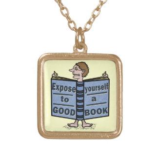 Lustiges Exposee sich zu einem guten Buch Vergoldete Kette