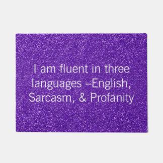 Lustiges fließendes in drei Sprachen Türmatte