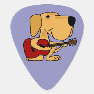 Lustiges gelbes Labrador, das Gitarre spielt Plektrum