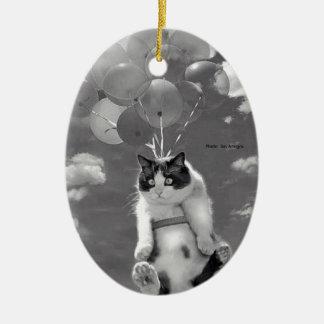 Lustiges Katzenfliegen mit Ballonen - Keramik Ornament