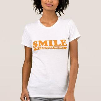 Lustiges Lächeln verwirrt es Leute-T-Shirt