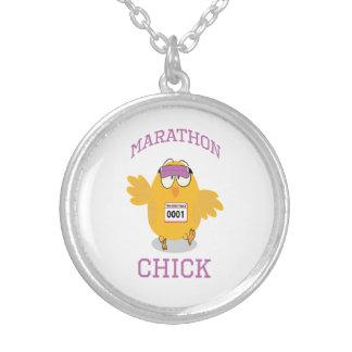 Lustiges Marathon-Küken Halskette Mit Rundem Anhänger