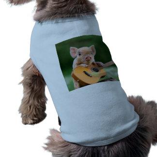 Lustiges niedliches Schwein, das Gitarre spielt Ärmelfreies Hunde-Shirt