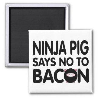 Lustiges Ninja Schwein lehnt Speck ab Quadratischer Magnet