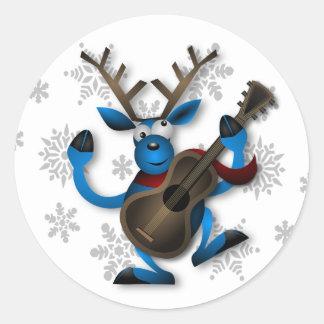 Lustiges Ren, das Gitarren-Weihnachtsaufkleber Runder Aufkleber