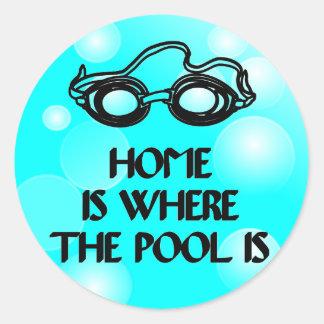Lustiges Schwimmen-Zitat - runder Aufkleber