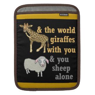 Lustiges Tierwortspiel, Giraffe und Schafe Sleeve Für iPads
