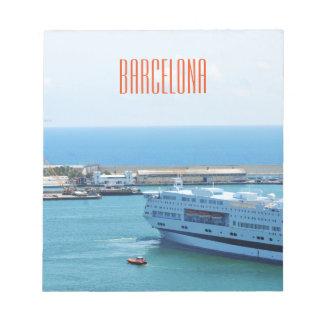 Luxuriöses Kreuzfahrtschiff, das Barcelona-Hafen Notizblock