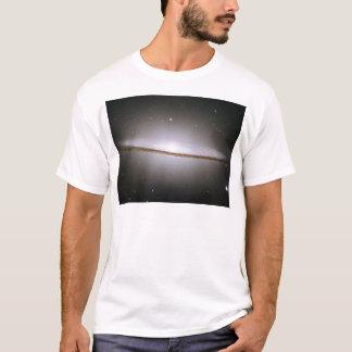 M104, die Sombrero-Galaxie (NGC 4594) T-Shirt