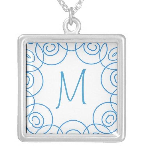"""""""M-"""" Initiale in der blauen Rolle auf Weiß, Spaß-E Amuletten"""