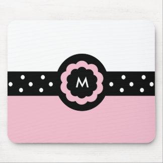 M:: Monogramm-M punktiertes rosa u. weißes Mousepa Mauspads
