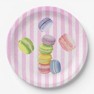 Macarons französisches Gebäck in den Pappteller