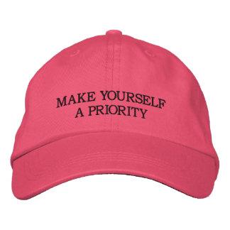 Machen Sie sich eine Priorität - Rosa gestickter Bestickte Baseballkappe