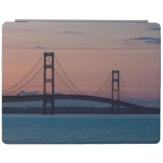 Mackinac Brücke an der Dämmerung iPad Hülle