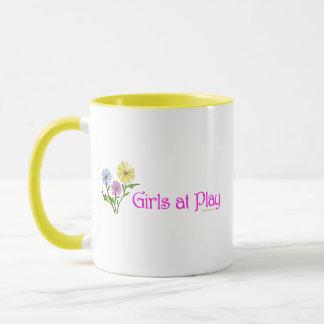 Mädchen am Spiel Tasse