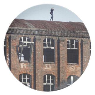 Mädchen auf dem Dach 02.2.2, verlorene Plätze Melaminteller