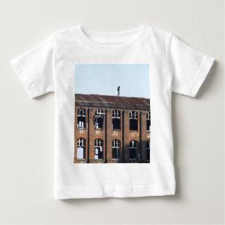 Mädchen auf dem Dach 02,2, verlorene Plätze Baby T-shirt