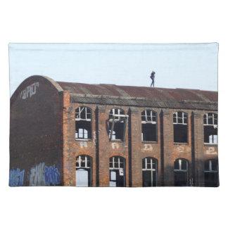Mädchen auf dem Dach - verlorene Plätze Tischset