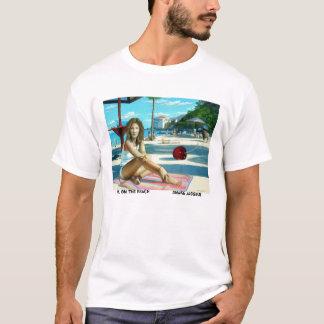 Mädchen auf dem Strand T-Shirt