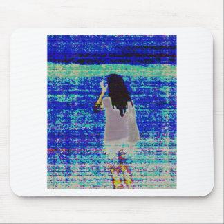 Mädchen auf einem Strand Mousepads