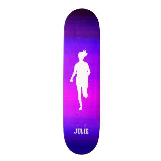 Mädchen-Betrieb; Vibrierendes violettes Blaues und Personalisiertes Skatedeck