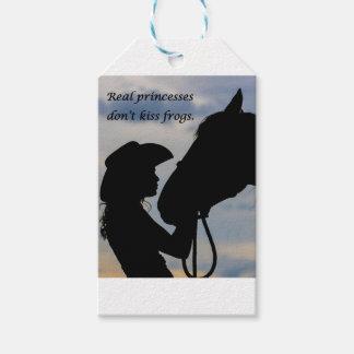Mädchen, das Pferd küsst Geschenkanhänger
