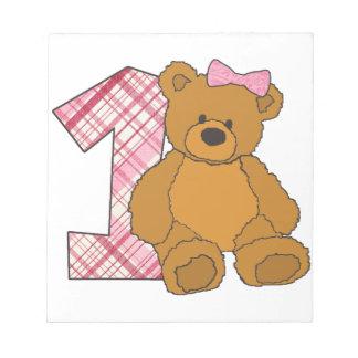 Mädchen-glücklicher 1. Geburtstags-Bär mit 1 und Notizblock