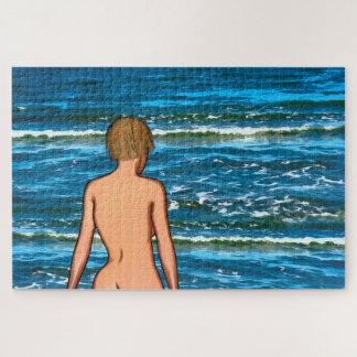 Mädchen im Meer, das Puzzlen malt Puzzle