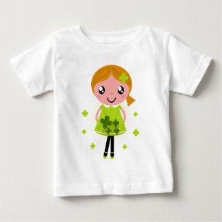 Mädchen mit Blätter-Blumen des Grüns vier Baby T-shirt