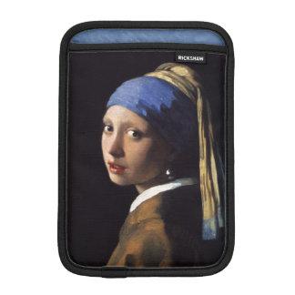 Mädchen mit einem Perlen-Ohrring durch Johannes iPad Mini Sleeve