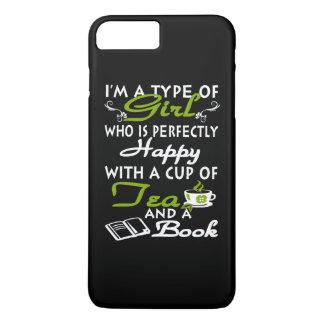 Mädchen mit einer Tasse Tee und ein Buch iPhone 8 Plus/7 Plus Hülle