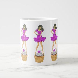 Mädchen mit kleinem Kuchen Jumbo-Tasse