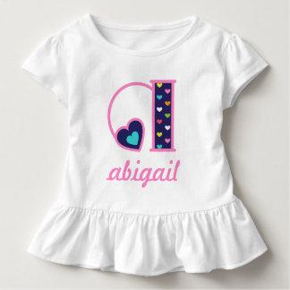 Mädchen-Monogramm-Spitzen-Regenbogen-Herz-Initiale Kleinkind T-shirt