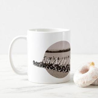 Mädchen rück kaffeetasse
